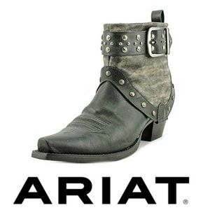 NWOB Ariat Defiance Sz 11 Studded Cowgirl Booties